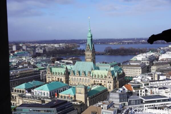 ハンブルク半日観光で行った聖ニコライ教会展望台から見た市庁舎