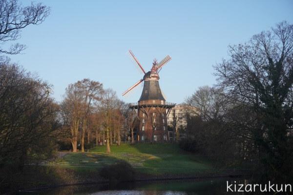 ブレーメン半日観光で行った川沿いの緑地にあるいい感じの風車