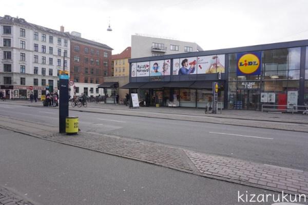 コペンハーゲン観光で行ったスーパーキーレンのバス停