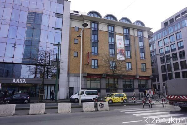 ベルギー、ブリュッセル南駅からワーテルローに行くバス停の目の前にibisホテル