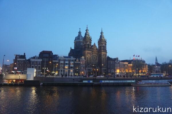 アムステルダム1日観光で行ったアムステルダム中央駅のライトアップ