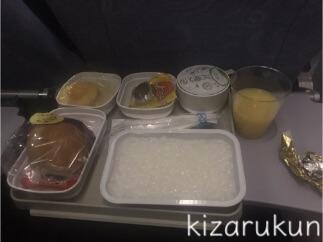 中国国際航空(エアチャイナ)の遅延等の評判・評価・感想は本当なのか、搭乗レポートを紹介:機内食