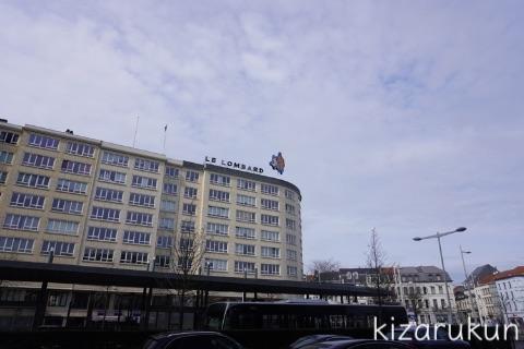ブリュッセル半日観光で巡ったタンタン関連スポット:ブリュッセル南駅近くのビルの看板