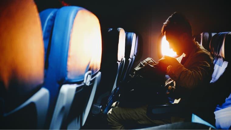 海外旅行のバックパックは機内持ち込み